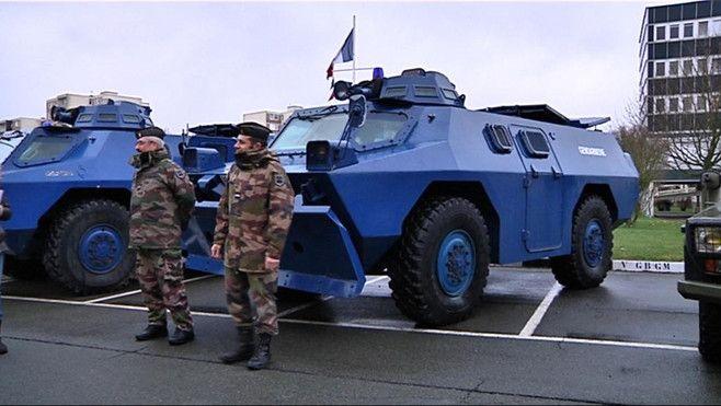 Materiel Militaire Vbrg Gendarmerie Gendarmerie Francaise Camion Militaire Voiture De Police