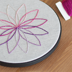 Modern, graphical embroidery with a free pattern.