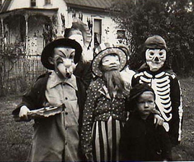 35 Creepy Cool Vintage Halloween Costumes With Images Vintage