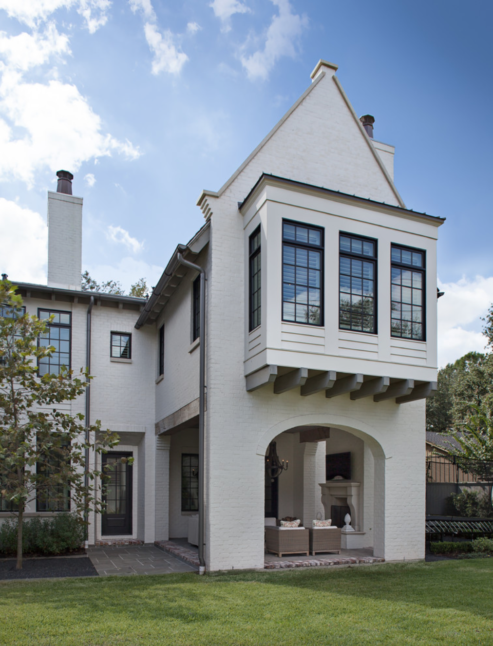 Modern House Exterior Design: Sherwin Williams - Aesthetic White