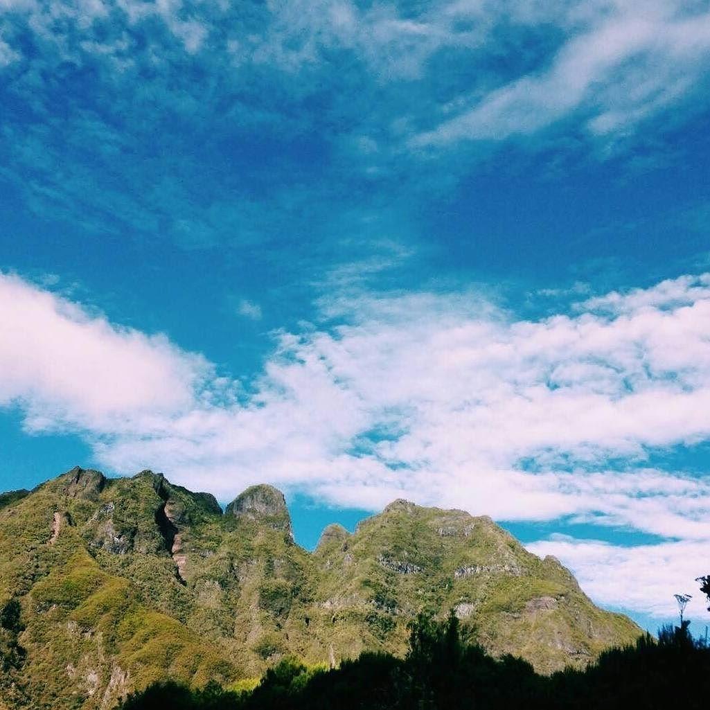Mafate (Photo envoyée par @Victoria_heulin)  N'hésitez pas vous aussi à envoyer vos photos et à liker la page Facebook.com/ile974 (publications différentes d'ici )  #lareunion #reunion #gotoreunion #reunionisland #iledelareunion #reunionparadis #reuniontourisme #igerslareunion #nature #landscape #ile974 #island #paysage #paradise  #great #Amazing #photo #beautiful #view by 974_lareunion
