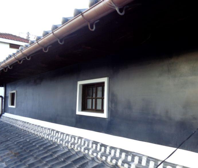 和風住宅 外壁の黒漆喰塗り替え アップ画像 ファサード 酒蔵 建築