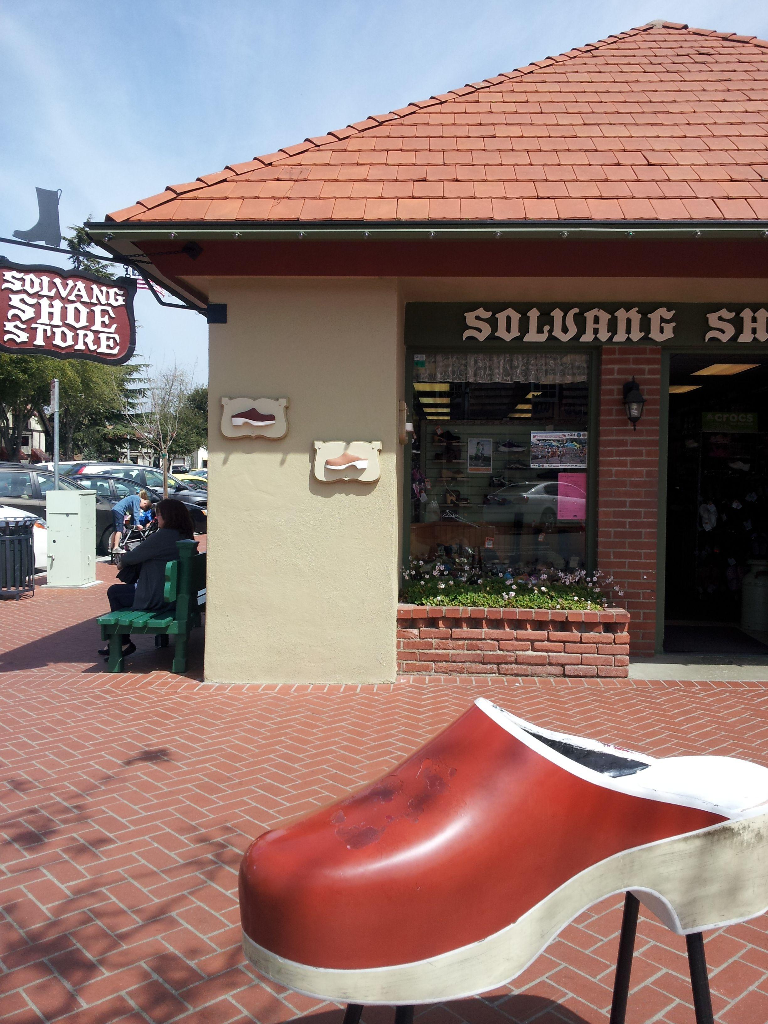 clog store near me