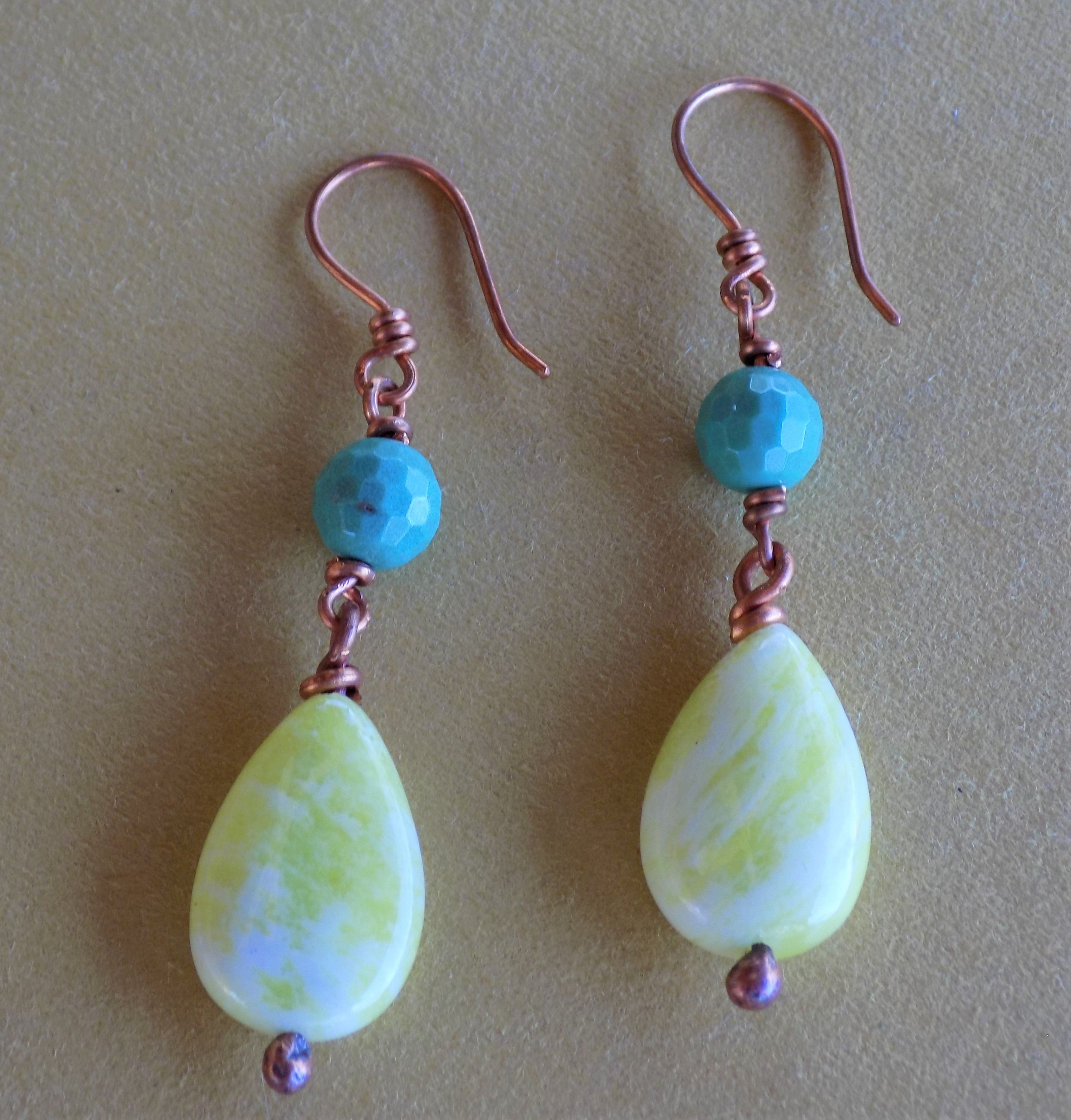 The color mix of these nice earrings is really bright and colorful