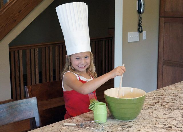 How To Make A Paper Chef Hat Ehow Paper Chef Hats Chefs Hat Chef Hat Diy