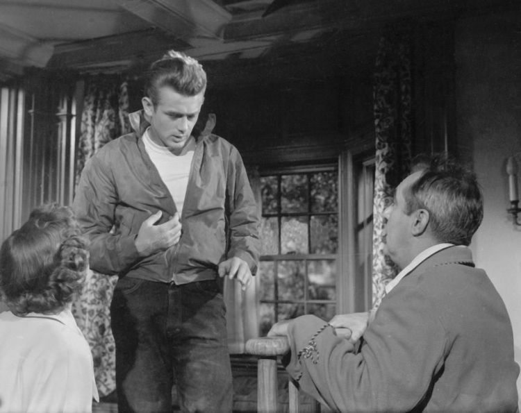 James Dean with Ann Doran and Jim Backus in Rebel Without A Cause (1955) #blackandwhite