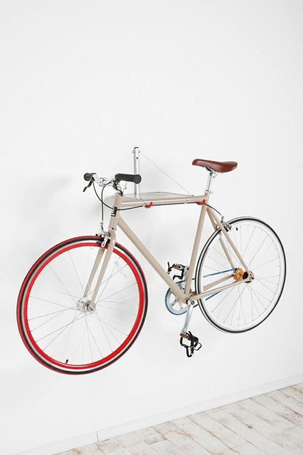 fahrrad wandhalterung eine praktische und effektvolle wanddeko dekoideen pinterest. Black Bedroom Furniture Sets. Home Design Ideas