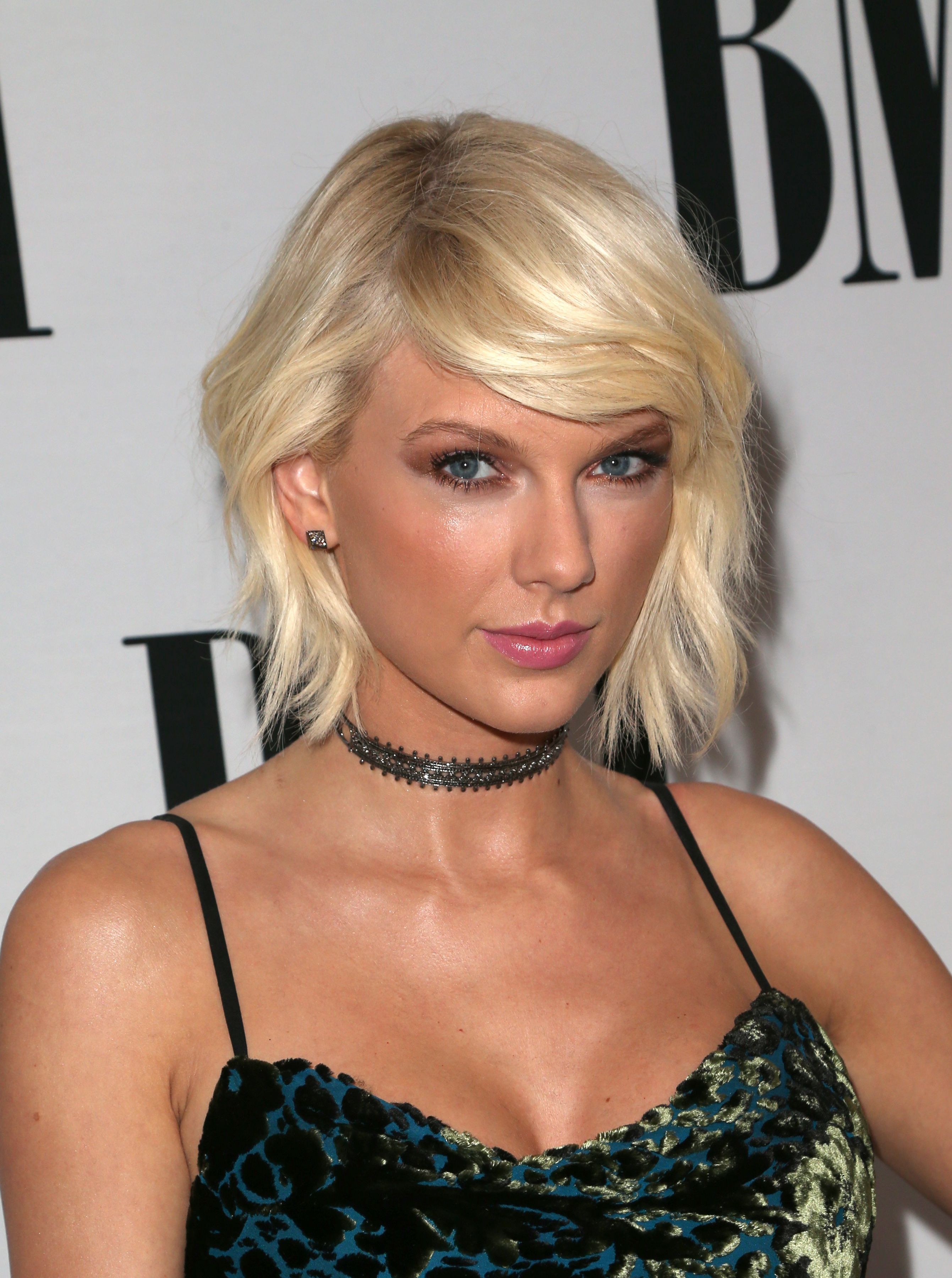 Pics taylor swift debuts a new layered hairstyle taylor swift and