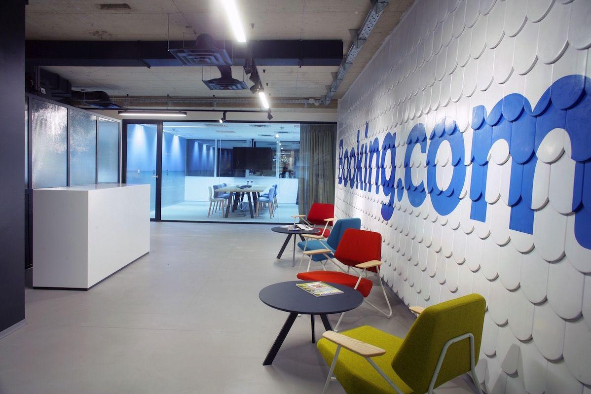 Inside Booking Com S Sleek Zagreb Office Lobby Interior Design Interior Design Portfolios Office Interior Design