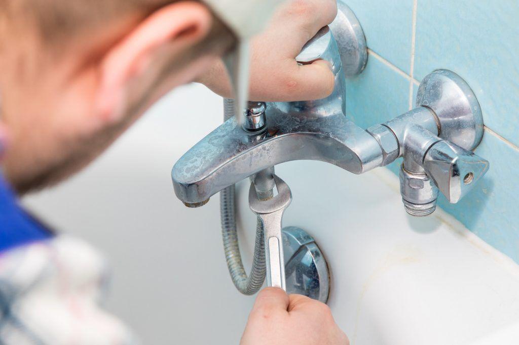 Die Spüle in der Küche kommt täglich mit Wasser in Berührung, was - küche putzen tipps