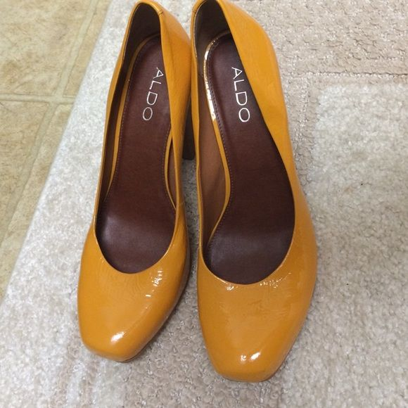Shop Women's ALDO Yellow Brown size 8 Heels at a discounted price at  Poshmark. Description: beautiful shoes with wooden heels.