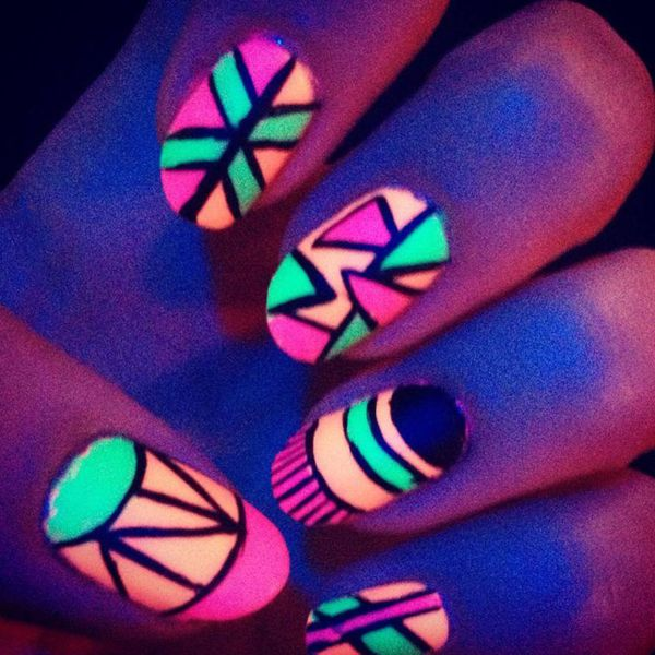 Glow Nails 15 Amazing Glow In The Dark Nail Polish Pictures