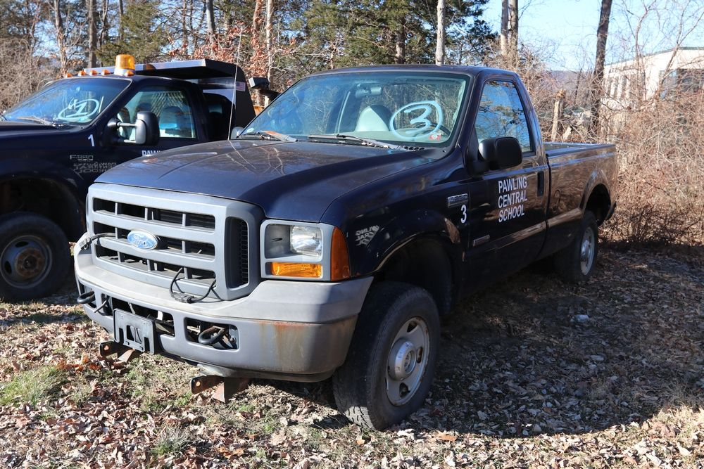 2004 Ford F250 Pickup truck. VIN 1FTSF21P45EB72122. Body