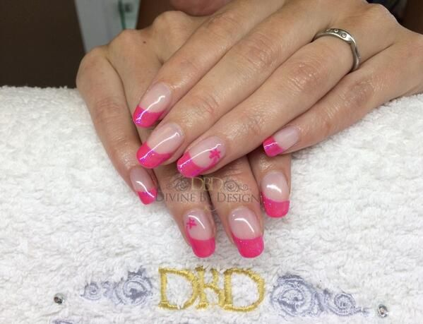 We love these #nails by Divine By Design (Natasha Lee). Sweeping rockstar - We Love These #nails By Divine By Design (Natasha Lee). Sweeping