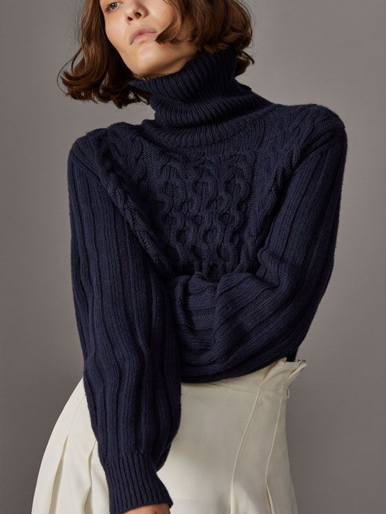 Fall Winter 2017 Women´s WOOLCASHMERE CABLE KNIT SWEATER