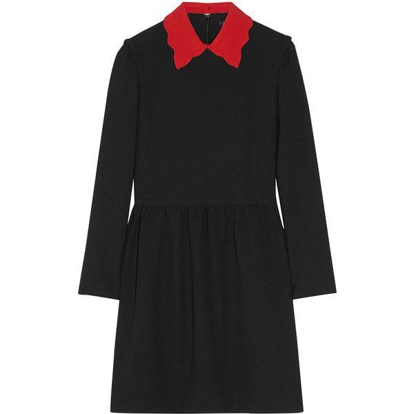Maje Riri stretch-crepe mini dress (1.480 BRL) ❤ liked on Polyvore featuring dresses, ruched waist dress, red and black dress, scalloped hem dress, scallop trim dress and short dresses
