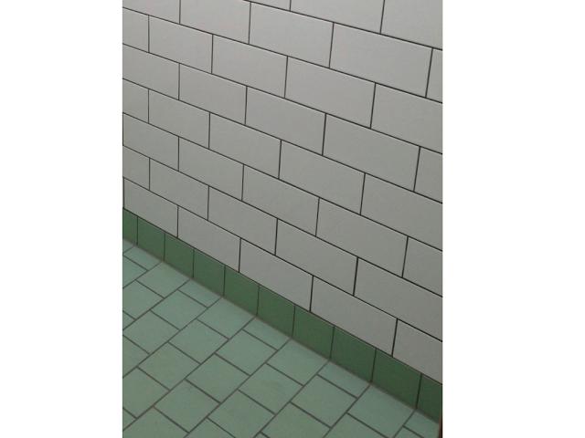 Tegel patroon vloer wand met metro tegel badkamer