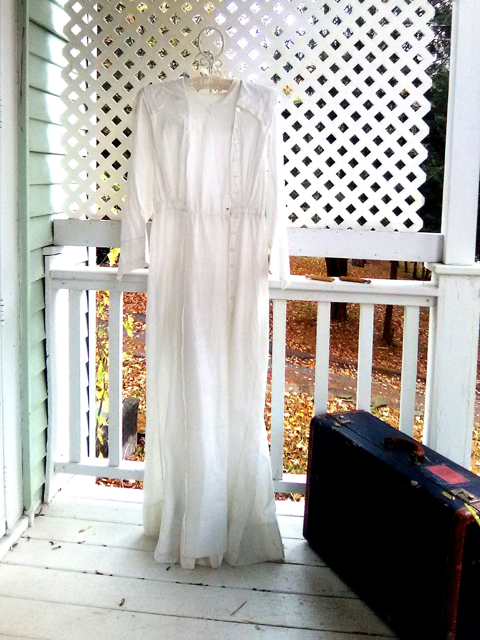 A beautiful victorian dress day dress long white lawn dress