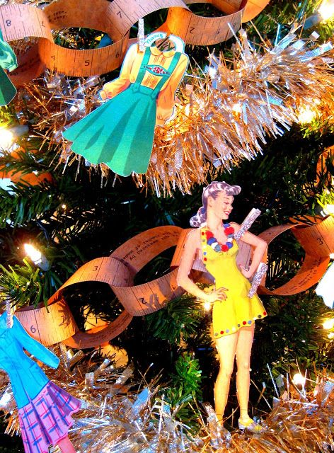 Cassie Stephens Diy Have Yourself A Diy Christmas Christmas Diy Christmas Decor Diy Paper Dolls