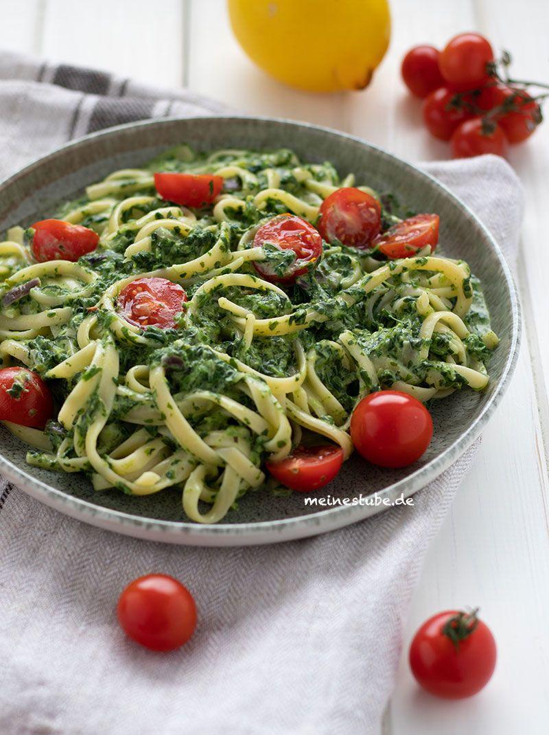 Pasta mit Rahmspinat-Frischkäse-Sauce und Tomaten - MeineStube #creamcheeserecipes