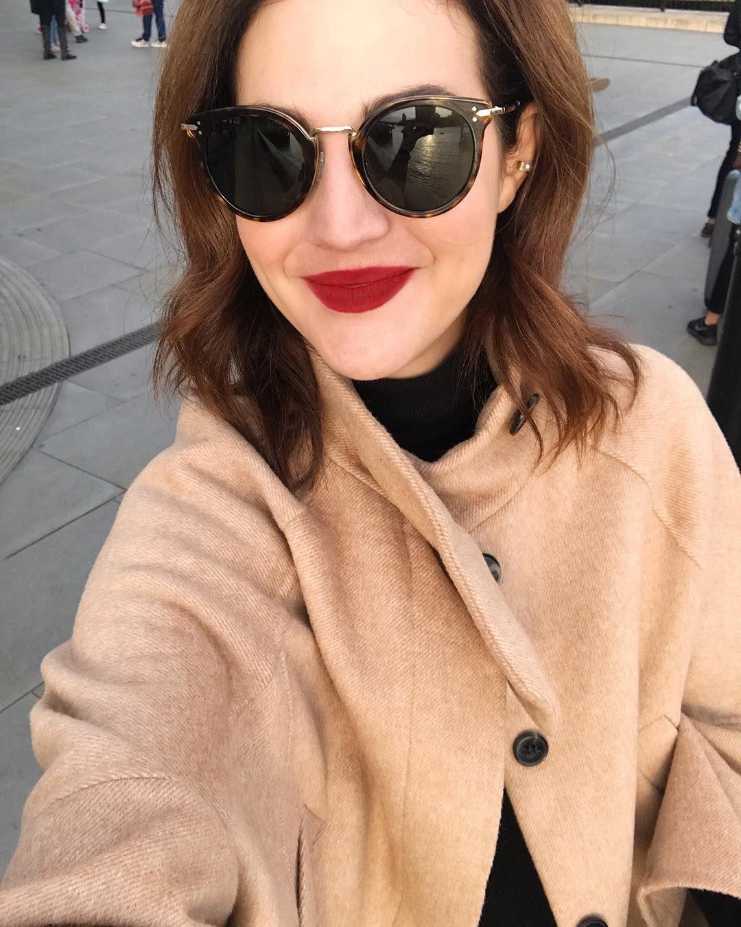 ca2125c6d16a4 Hi  óculos Céline que viraram meus novos favoritos, o batom   macxvicceridono e o casaco Zara e o piercing que uso todo dia   victoriasayeg  Vic Ceridono ...