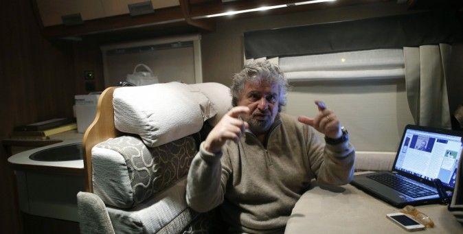"""In difesa di Beppe Grillo.  """"Forse, i politici italiani non sono tanto più folli dei nostri"""". Il commento del New Yorker. (Reuters/Tony Gentile)"""