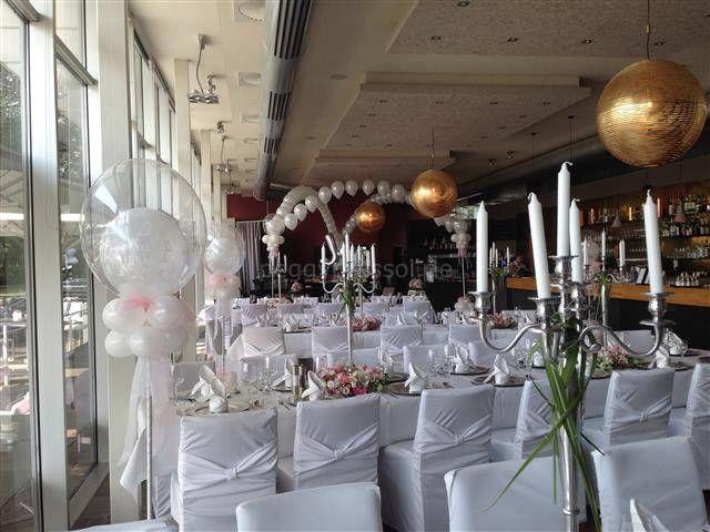 Luftballondekoration Hochzeit Weddingdecor Tanzflachendeko Ballonsaulen White Wedding Location Noah H Ballon Dekoration Dekoration Ballondekorationen