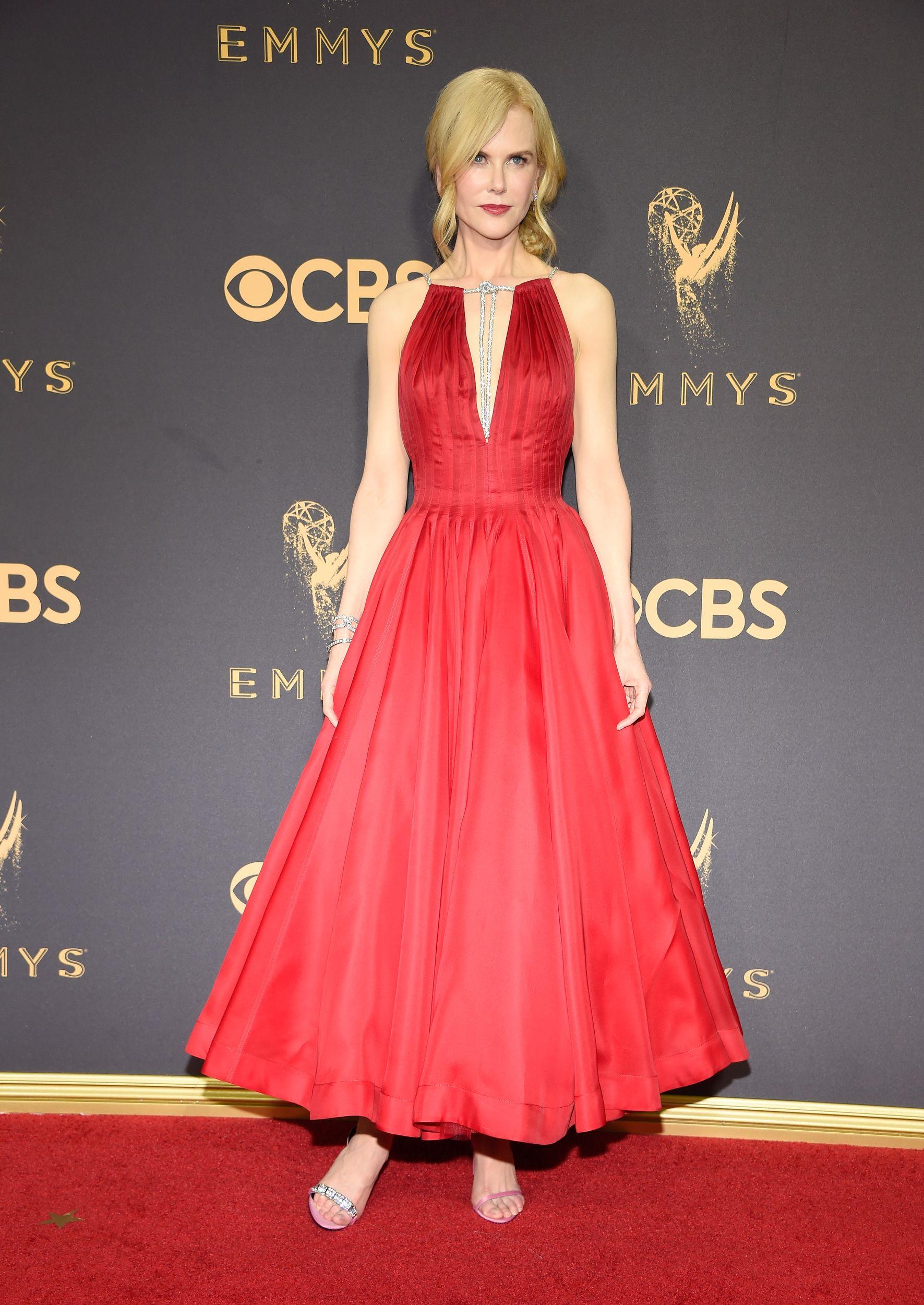 391c9212b Todos los vestidos de la alfombra roja de los Emmy 2017