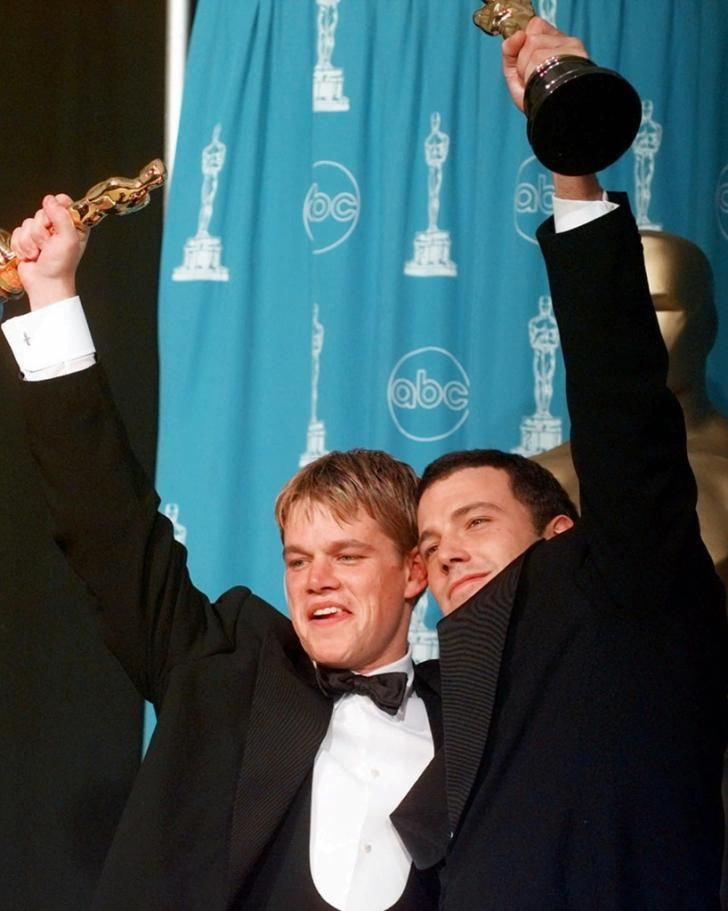 Matt Damon And Ben Affleck Won Big At Their First Oscar Appearance In 1998 They Took Home The Award F Matt Damon Ben And Casey Affleck Matt Damon Jason Bourne