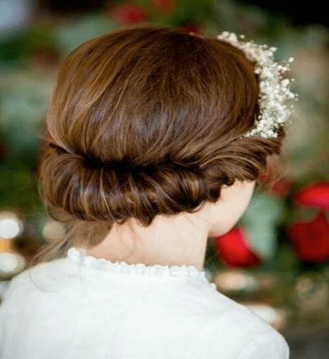 chulísimo cabello recogido dentro de una diadema