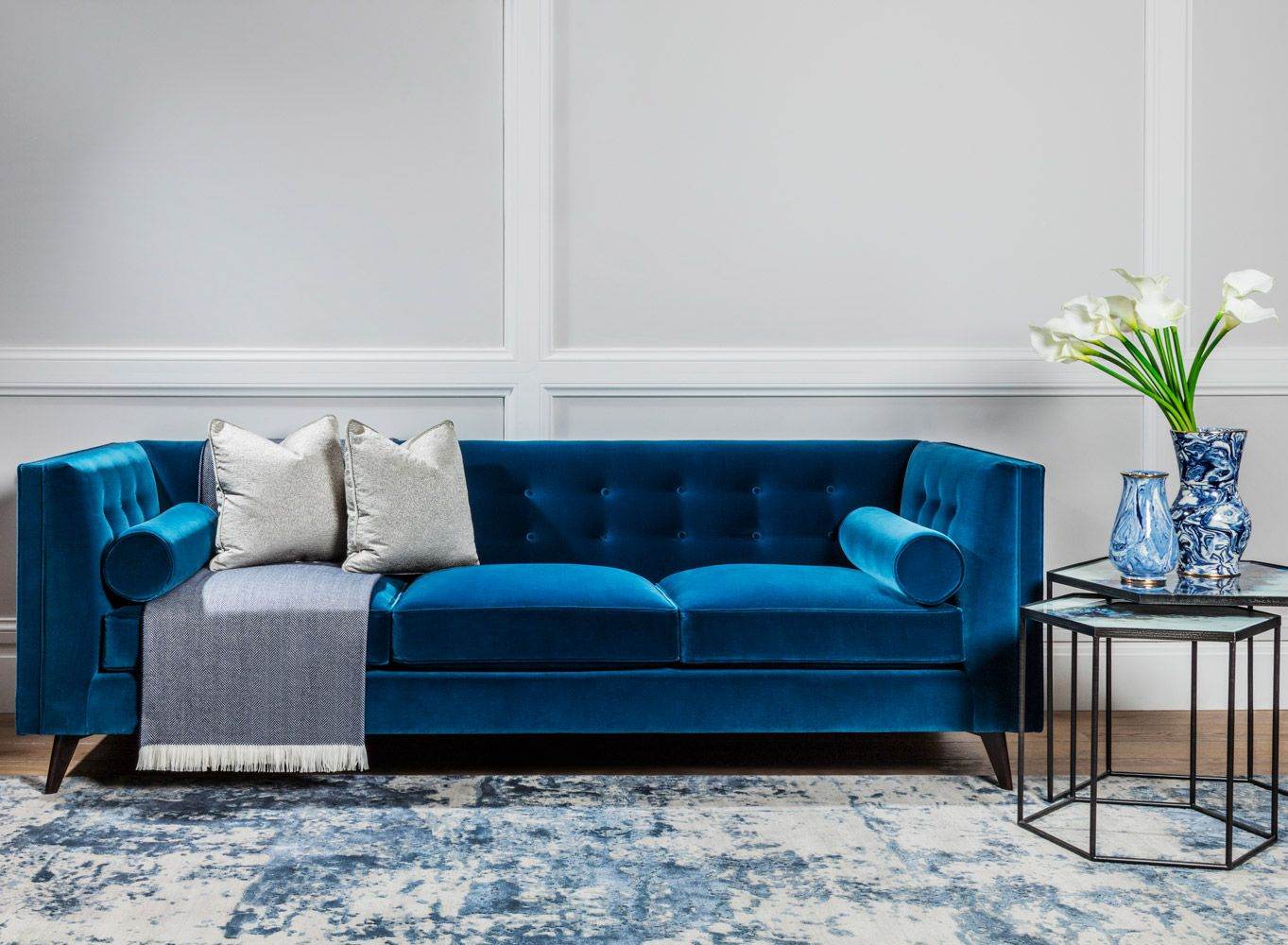 A Luxury Living Room Decor That Revamps The Blissful Blue White Colour Scheme With Timeless Luxury Living Room Decor Elegant Living Room Design Sofa Design