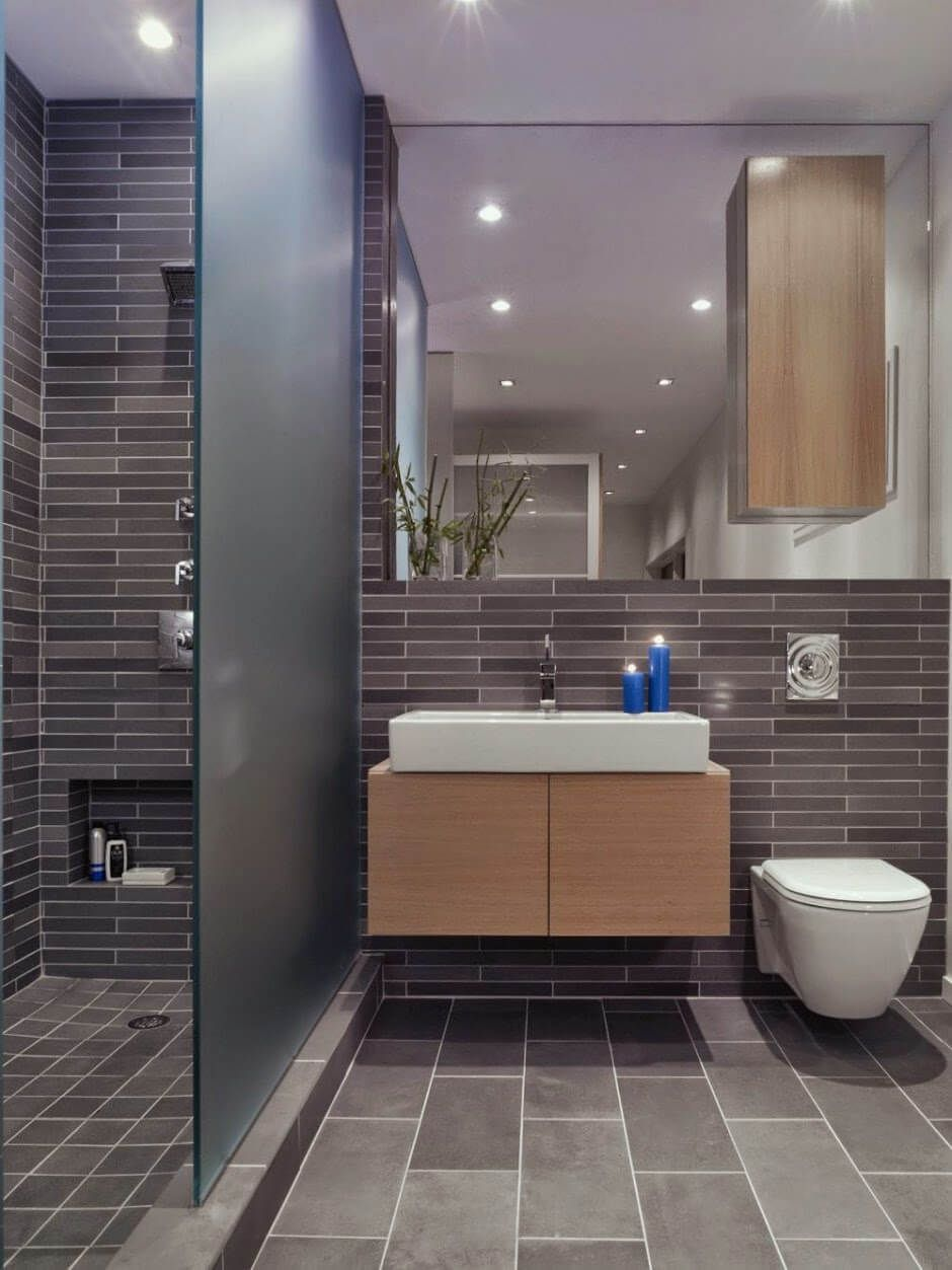Small bathroom with a walk in shower small apartment for Banos ultramodernos