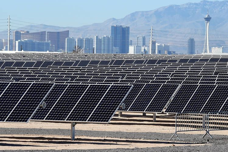 Nellis Air Force Base S New 102 Acre 15 Megawatt Solar Power Generating Station In Las Vegas Solarpanel Tannenbaum