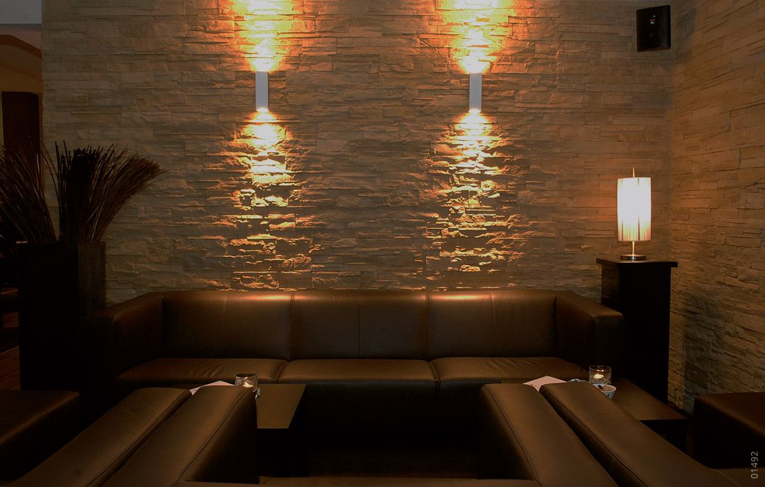 bar steinoptik mit beleuchtung lascas terrosa steinpaneele kunststeinpaneele wandgestaltung schöne wanddekoration schmiedeeisen