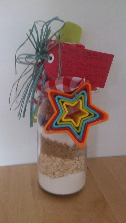 A Christmas gift from a group of parents from the school I teach. They knew I loved cooking, so they layered the dry ingredients for Xmas Anzac cookies in a large glass jar, added the recipe, and attached a spatula and cookie cutters. Had to pin it before I use it. I love it!!