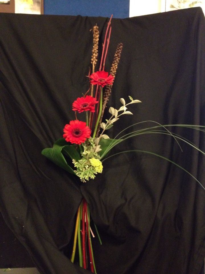form linear hand tied | my floristry work | Floral design ...