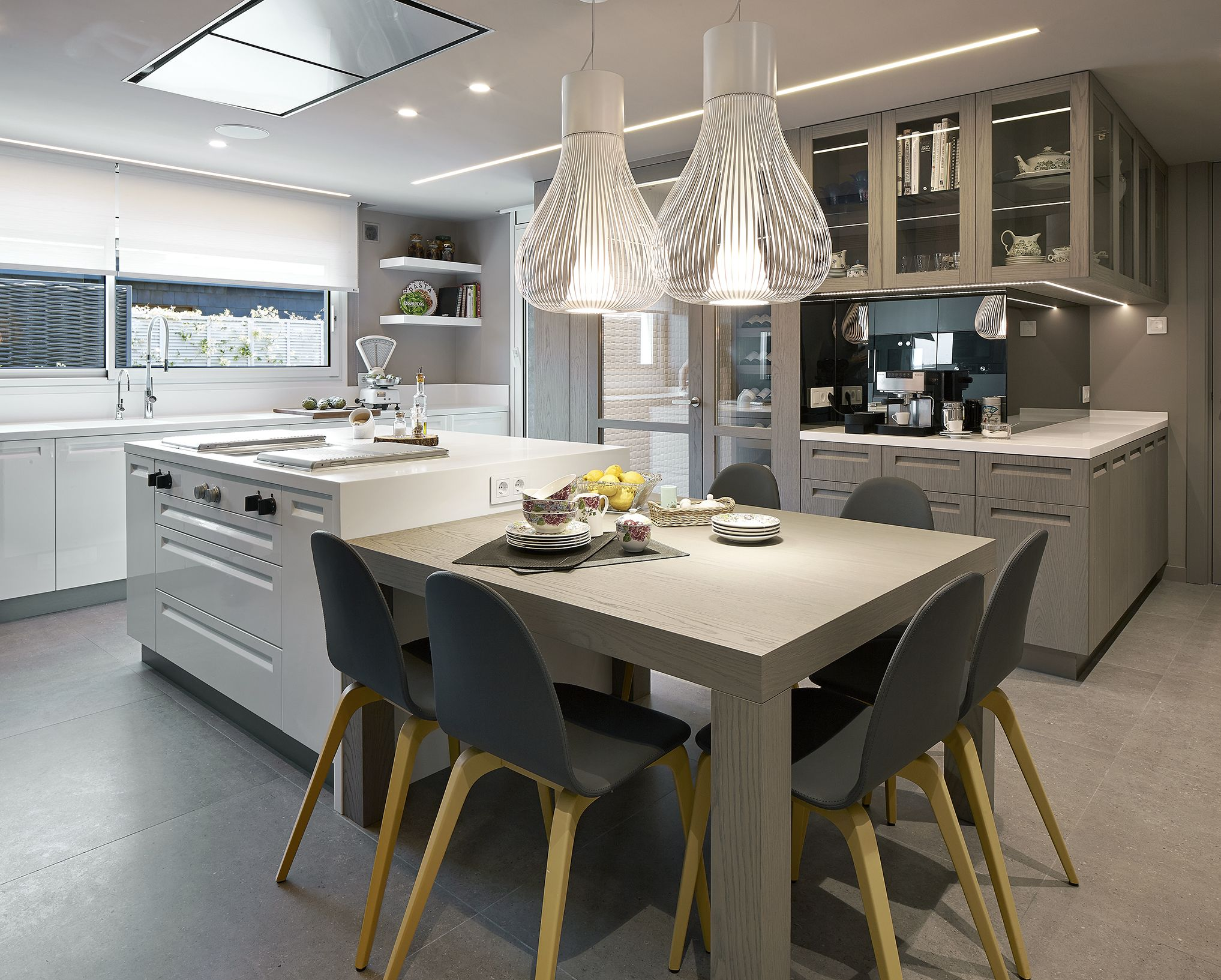 Stationary Kitchen Island With Seating Molins Interiors Arquitectura Interior Interiorismo