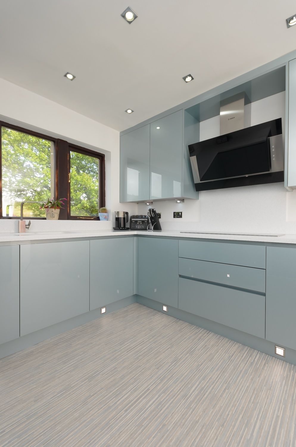 The Doors Are A Handleless Verve Door From M J Designs In Metallic Blue Gloss This Is A Prime Example Kitchen Cabinets Kitchen Lighting Modern Kitchen Design