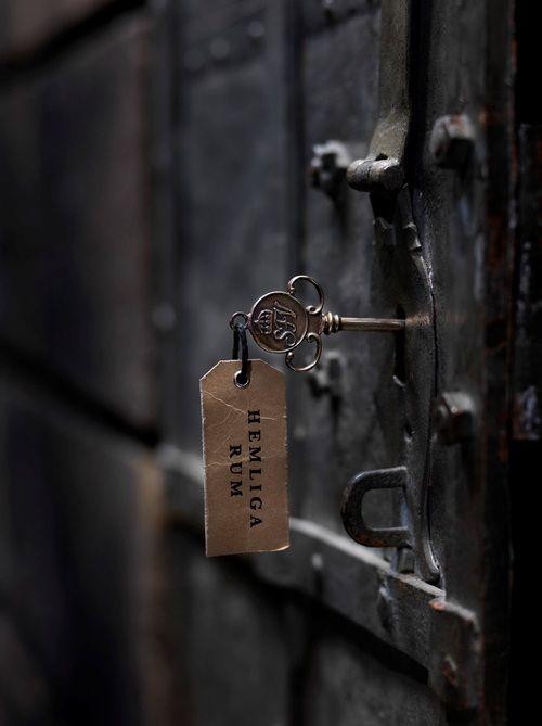 Black Door Helloblack Idee Immagine Chiavi Antiche Maniglie