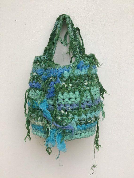 Photo of Borsa portatile durevole uncinetto XS signore borsa di strisce tessuto riciclato e filo di cotone. Borsa a crocket con strisce di tessuto. Ooak