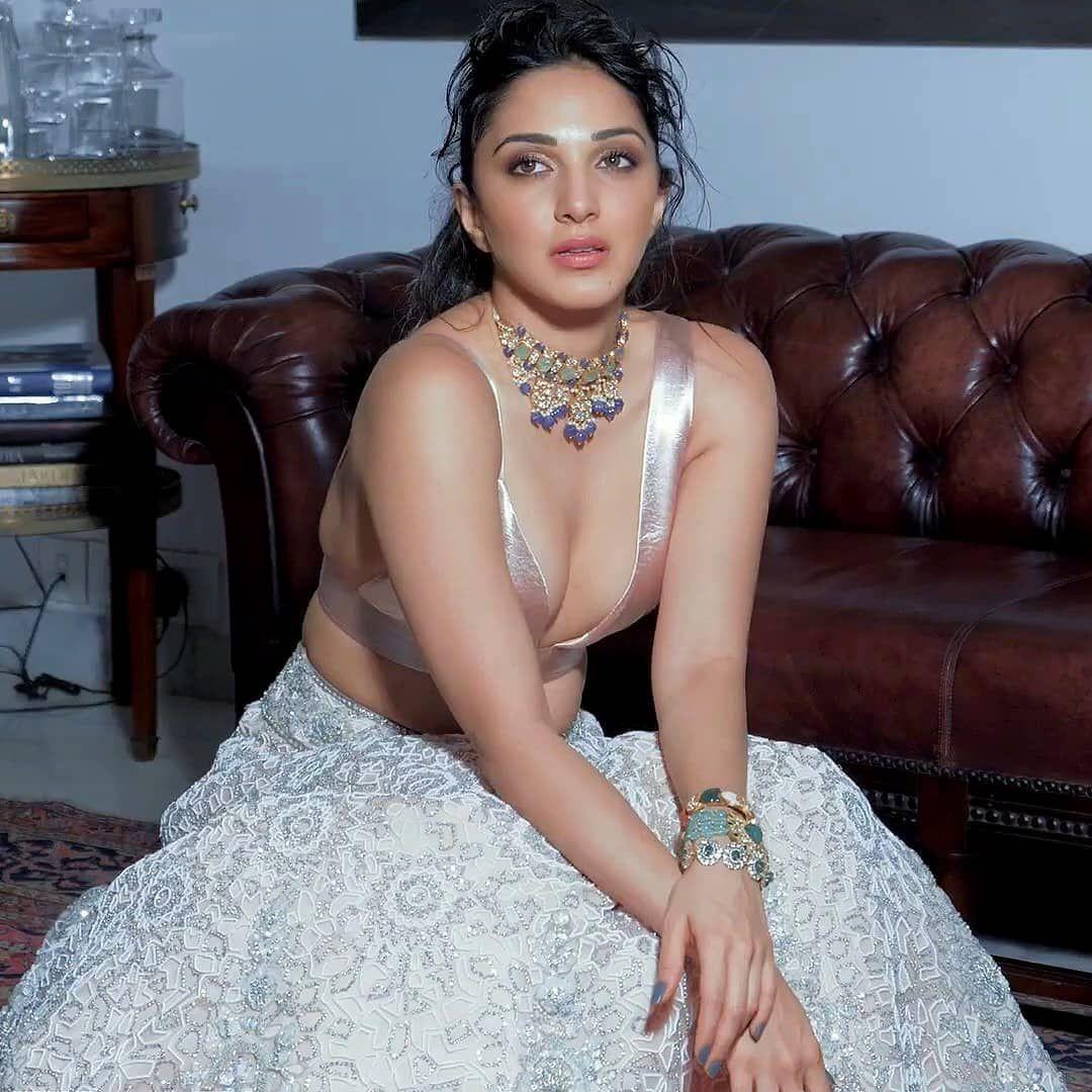 Kiara Advani | Kiara advani hot, Kiara advani, Bollywood girls