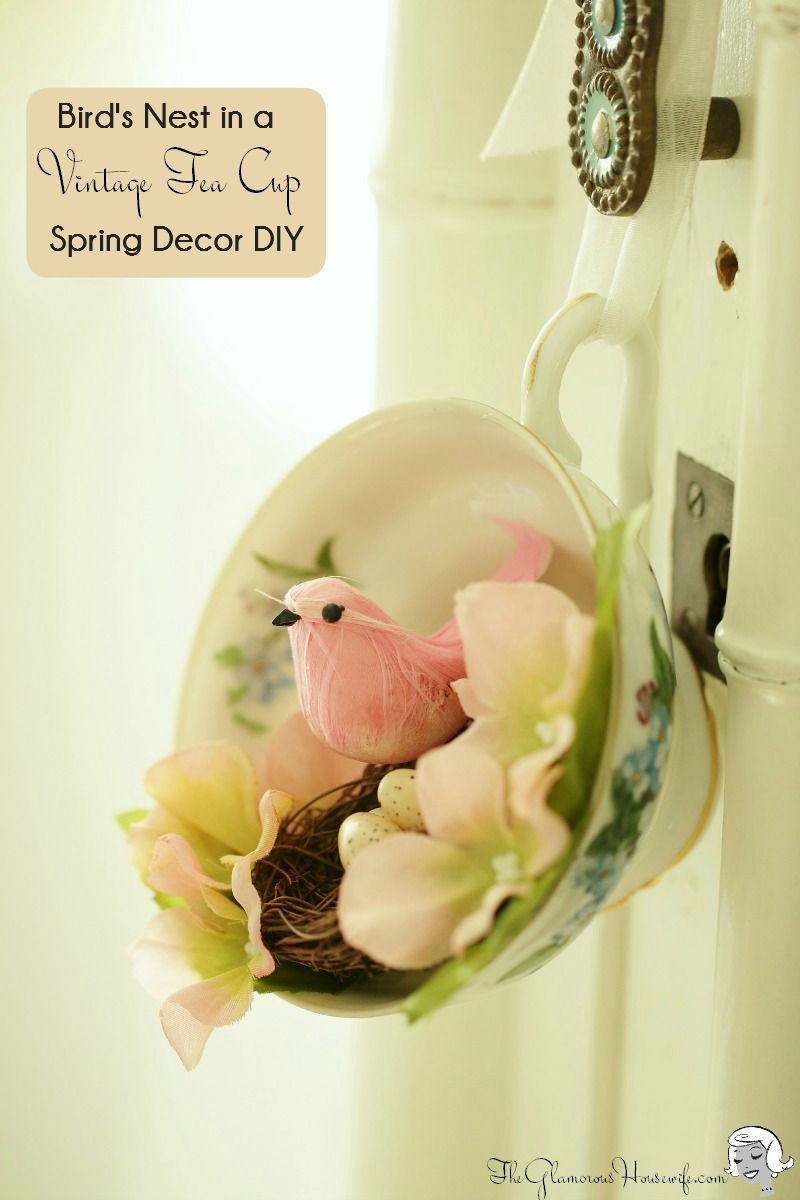 Spring decoration idea vintage tea cup diy arreglos for Puertas decoradas de navidad trackid sp 006