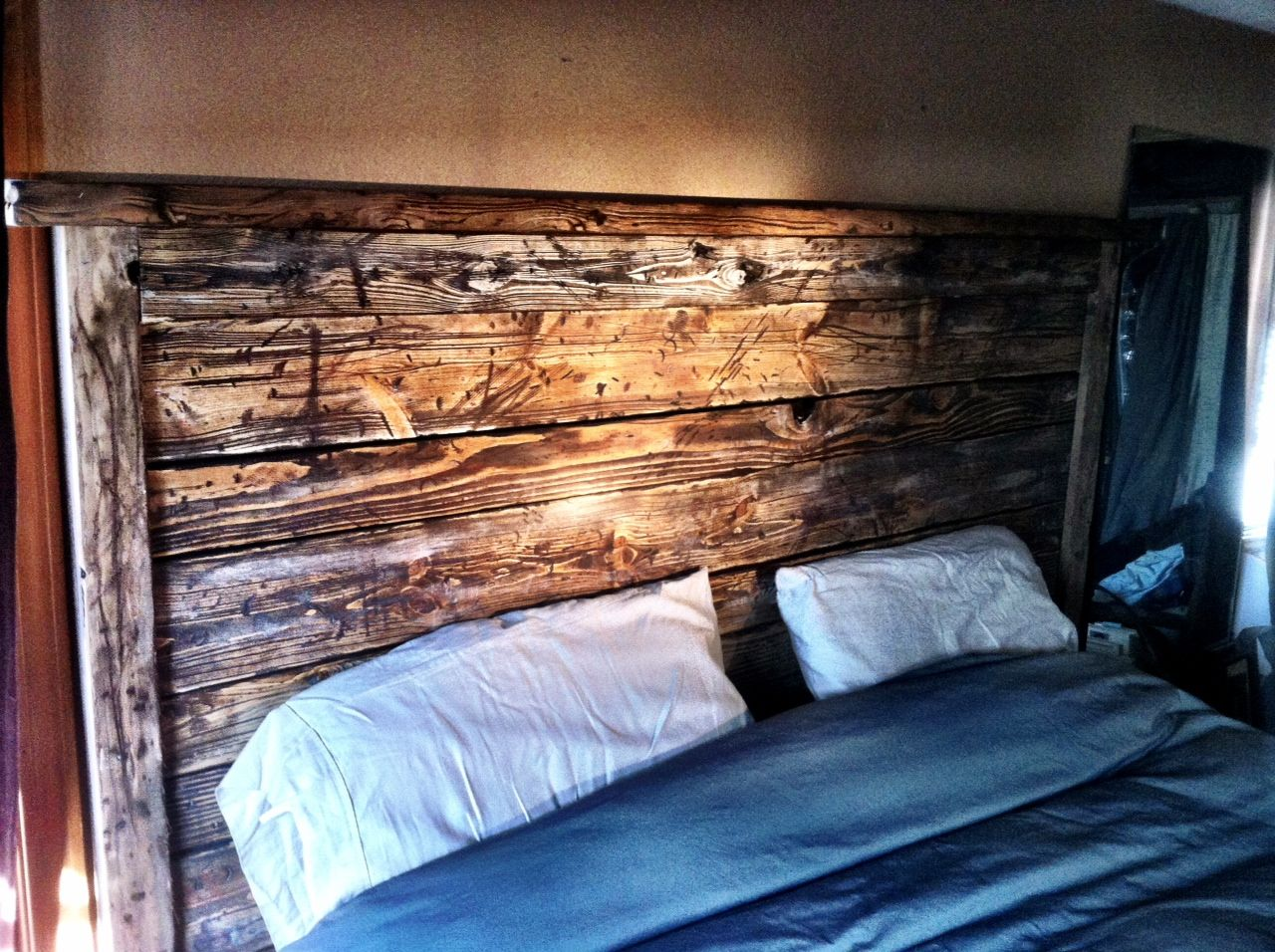 """""""reclaimed wood"""" bed. Free plans at"""