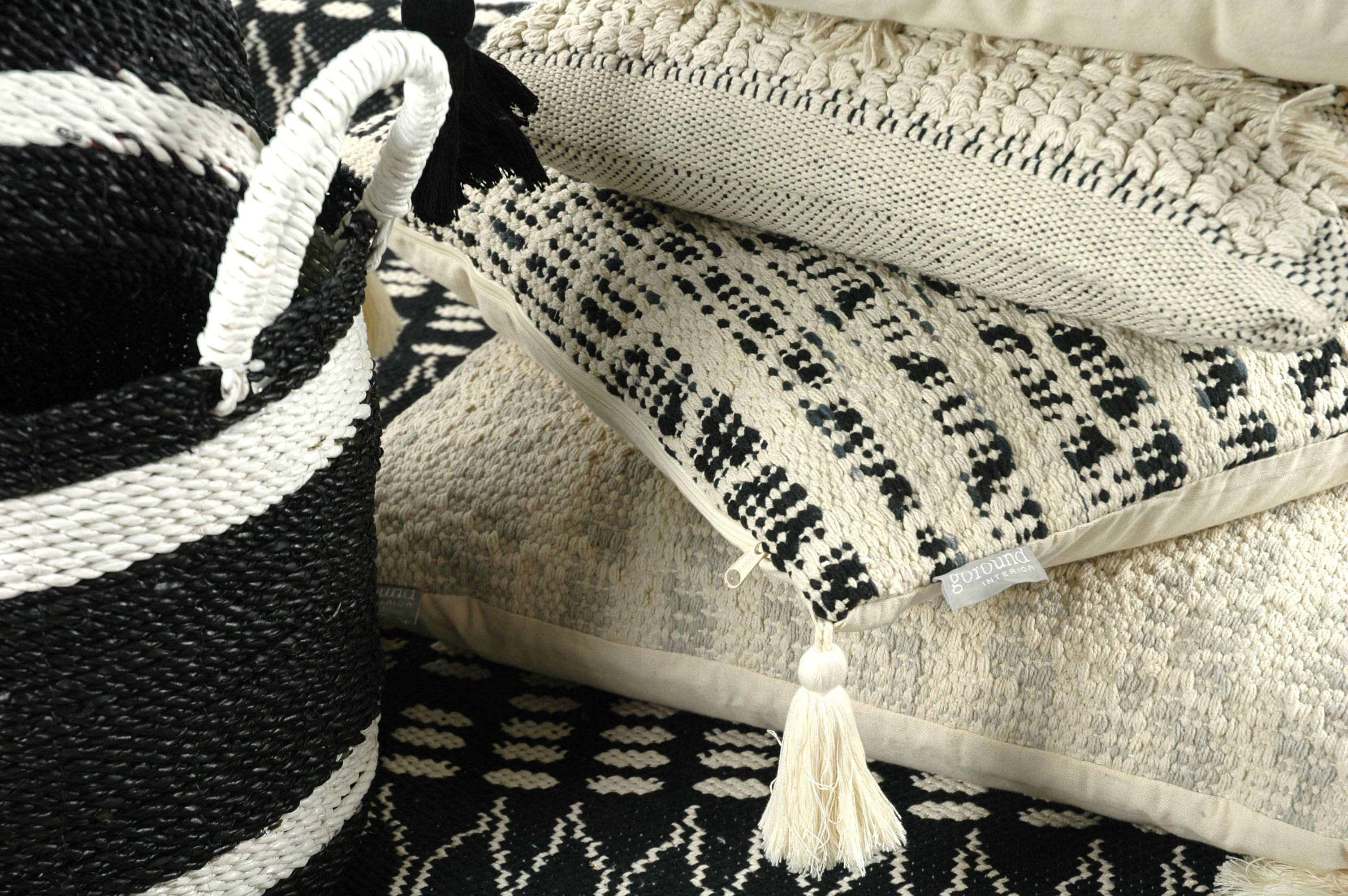 goround interior, Winter collection 2016, Black and white selection
