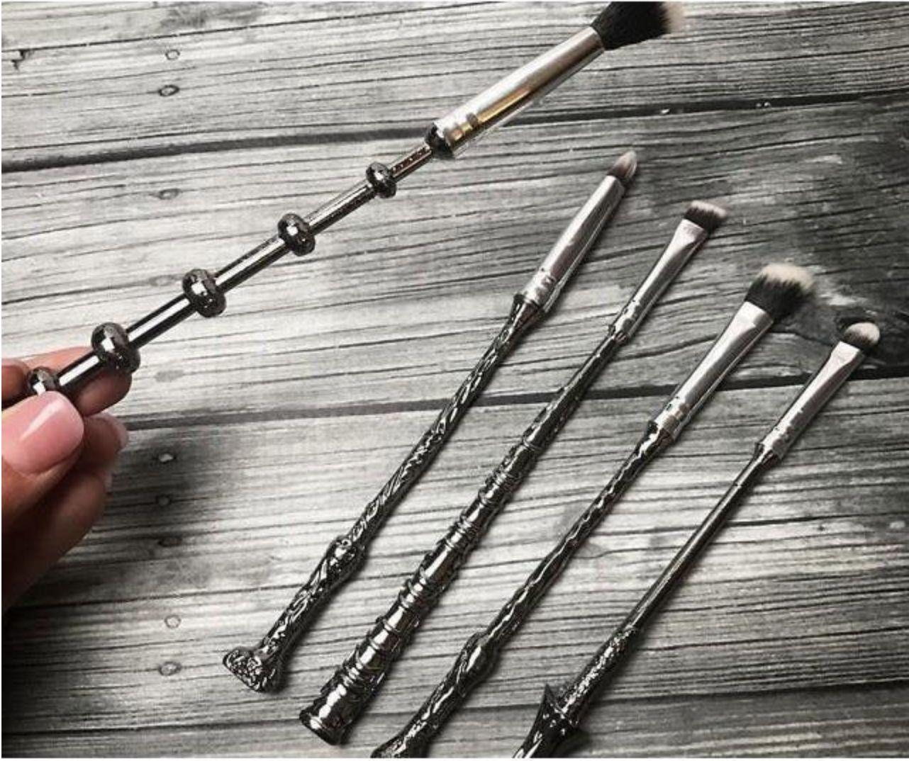 17d93517569a Harry Potter Wizard Wands Makeup Brush Set (5 Pieces + Bag) | Things ...
