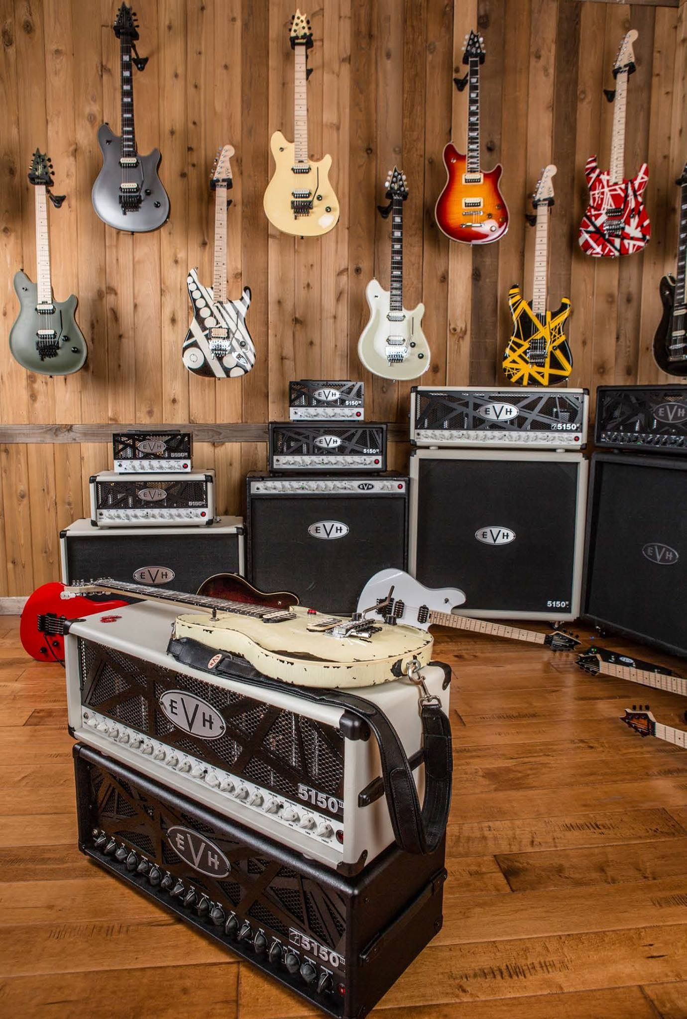 Eddie Van Halen Guitars And Amps Guitar Rig Bass Guitar Eddie Van Halen