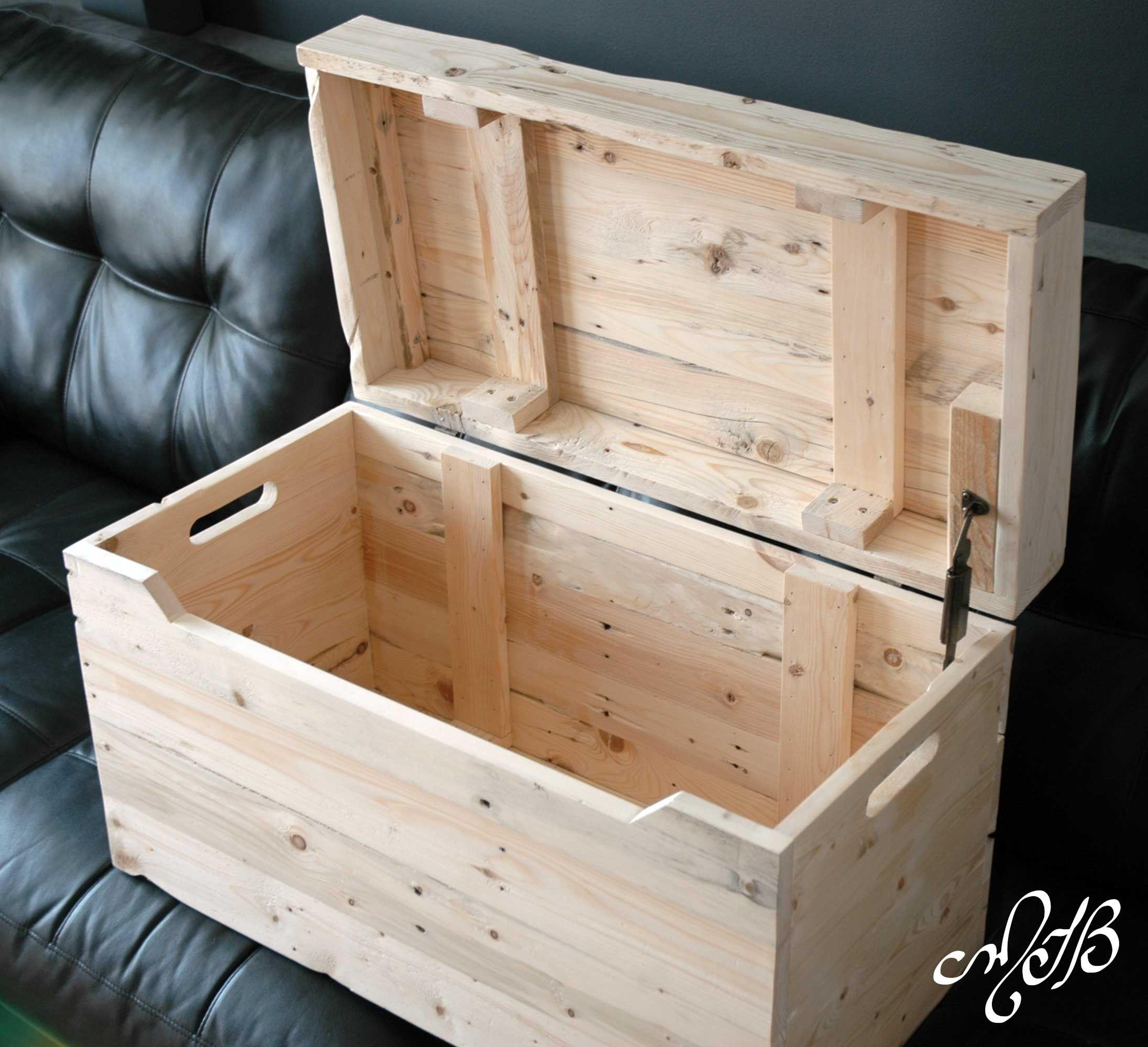 coffre à jouet pour enfant fait de bois recyclé (bois de palette