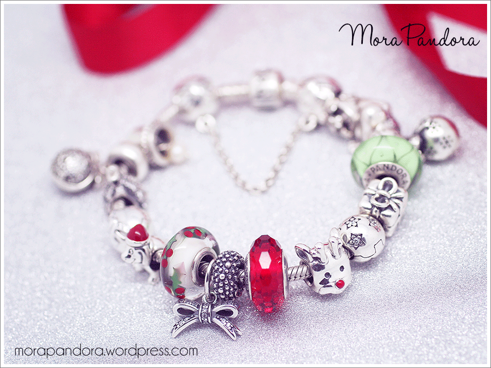 977a520bbe8f Review  Christmas Holly murano from Pandora Winter 2015