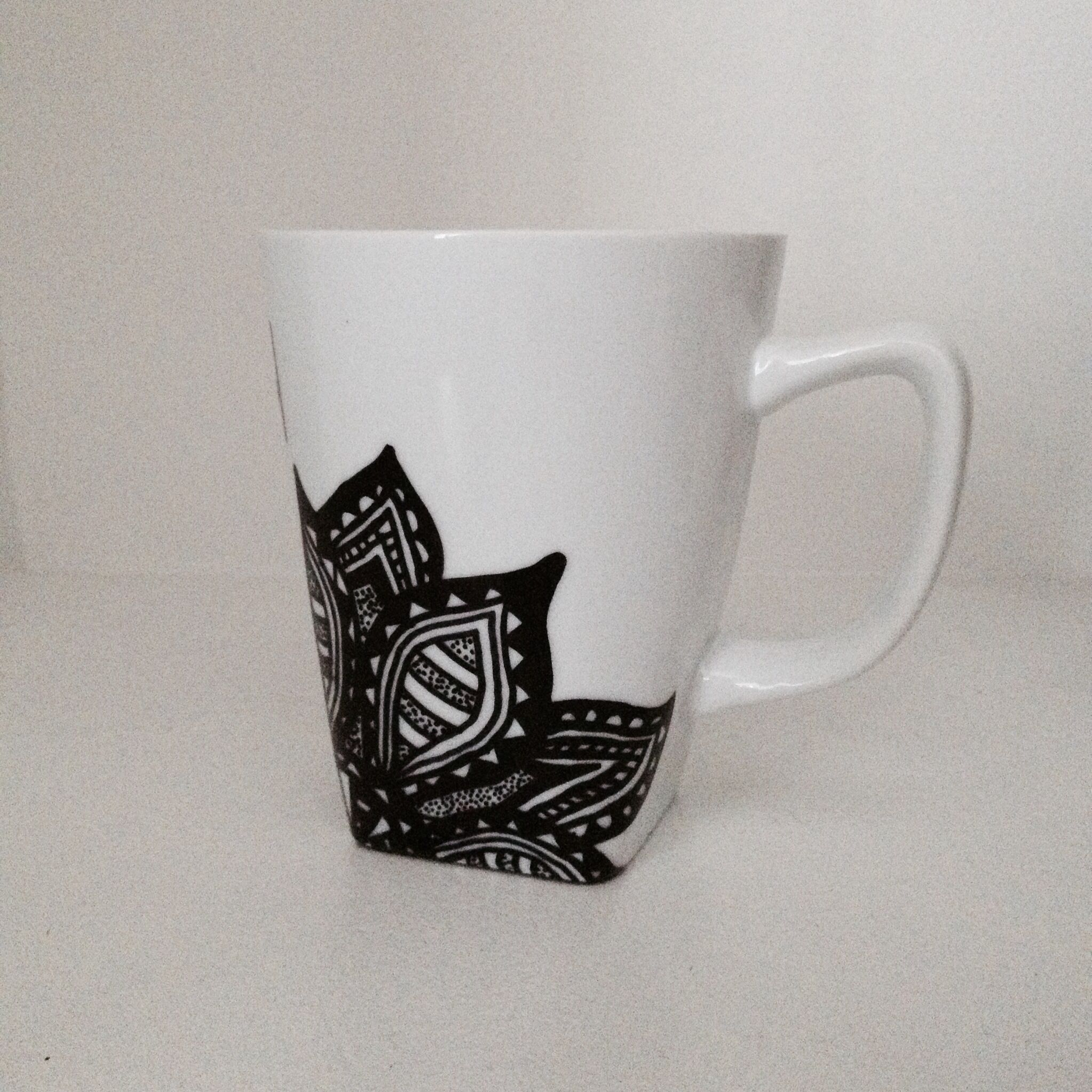 Designer Cups And Mugs Flower Sharpie Mug Diy Mugs Diy Sharpie Mug