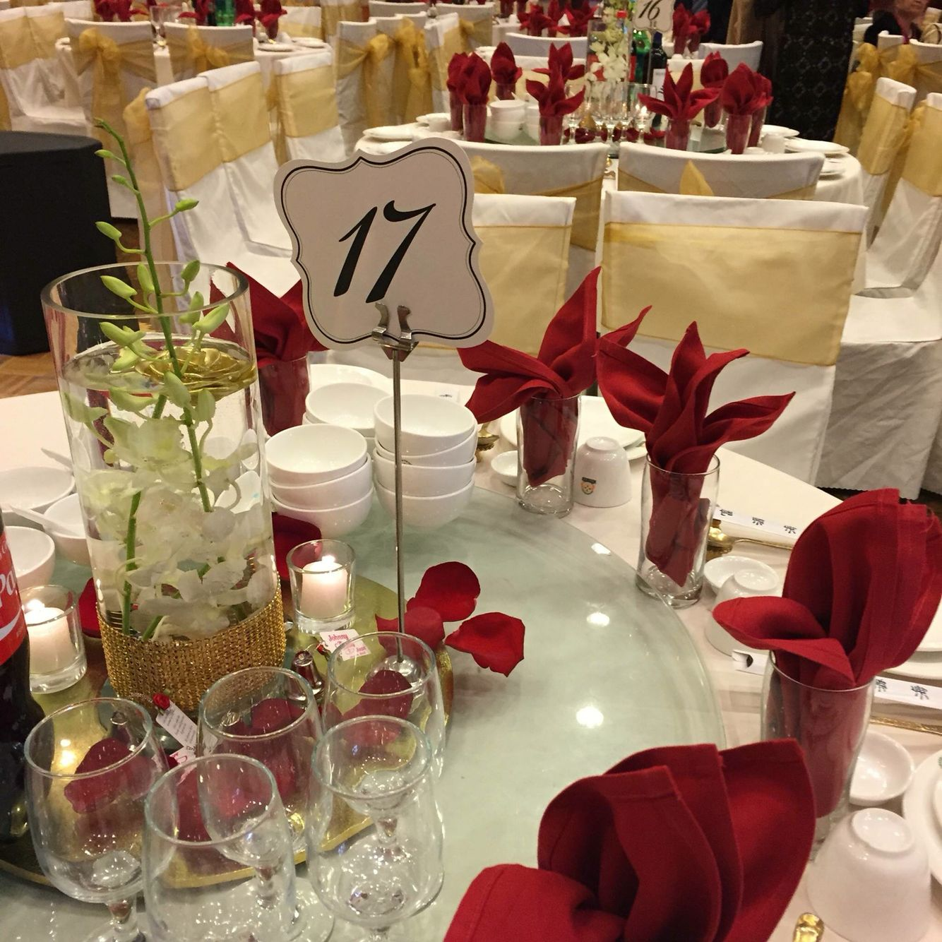 Red And Gold Theme Centerpiece For A Chinese Wedding Gold Theme Table Decorations Chinese Wedding